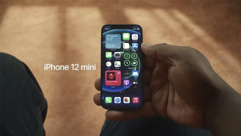 Kích cỡ gọn gàng của Apple iPhone 12 Mini giúp người dùng dễ thao tác một tay. Nguồn: Apple